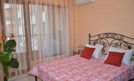 абрикосовая кровать