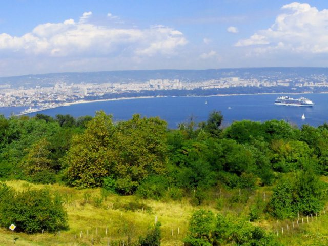 Varna, is locality of Galatians. Wonderful panoramic suite of rooms with three bedrooms, and terrace of 100 кв
